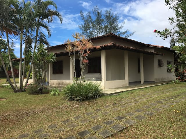 Ampla casa com piscina e churrasqueira em Meaípe