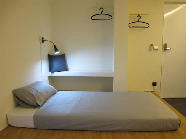 Near MRT/Subway Double Beds in Kaohsiung