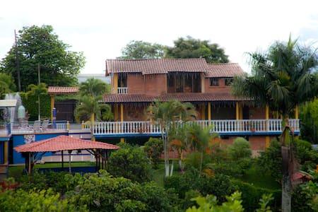 Village La Milagrosa