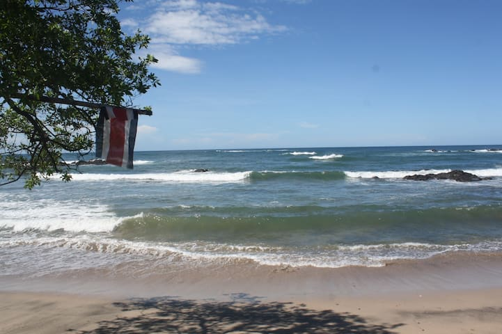 Rita & Sonny's-Private Surf Beach 'Cozy' Log Cabin - Playa Callejones/Pariso,Guanacaste-Costa Rica - Cottage
