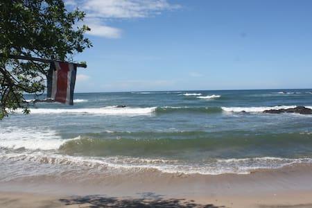 Vista Bela-Private Beach Log Cabin - Playa Callejones/Pariso,Guanacaste-Costa Rica - Sommerhus/hytte