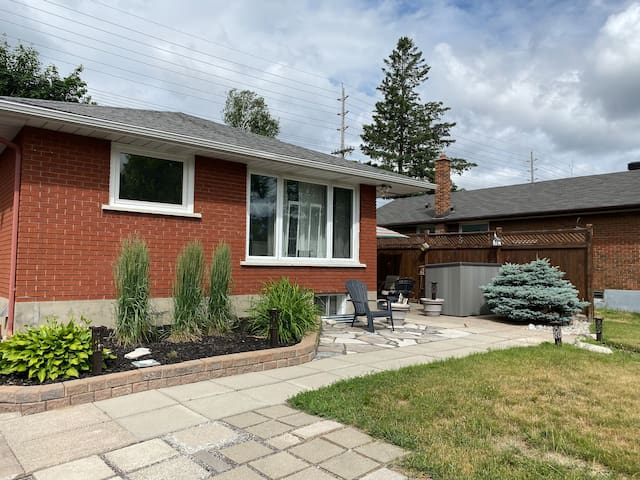 Lovely Nepean Family Home- 4 Bedroom|Wifi|Parking