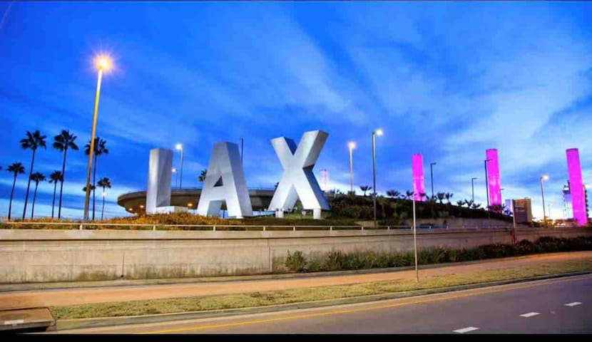 Comfortable shared room near LAX