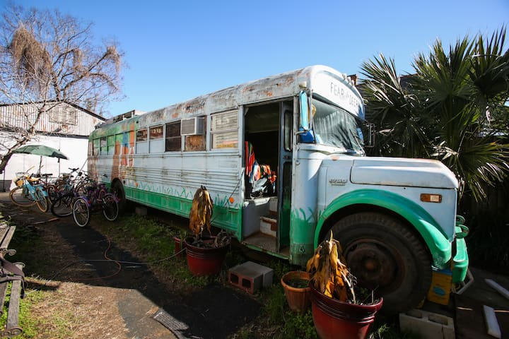 Bywater- Hippie Bus! GLAMPING! - New Orleans - Camper/RV
