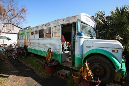 Bywater- Hippie Bus! GLAMPING! - 新奧爾良