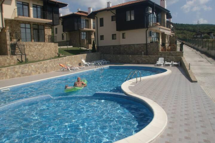 2 bedrooms, Sunny Hill 2B, Villa