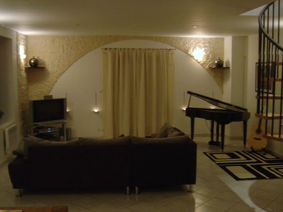 Ground Floor - Lounge area