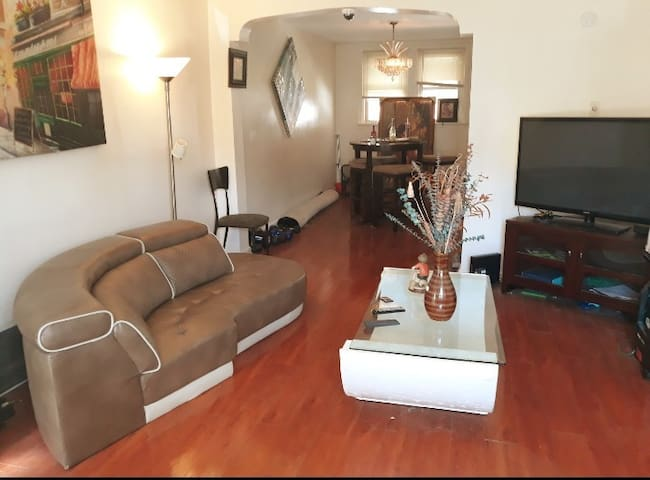 free wifi, cable, ceiling fan, 15 mins dtwn philly