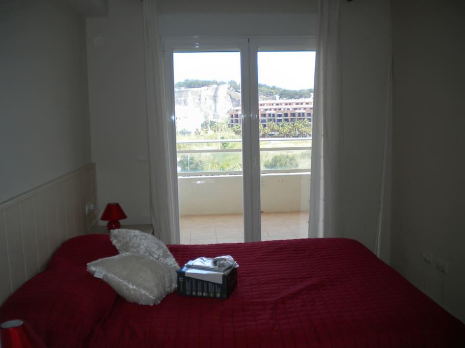 chambre principale donnant également sur terrasse