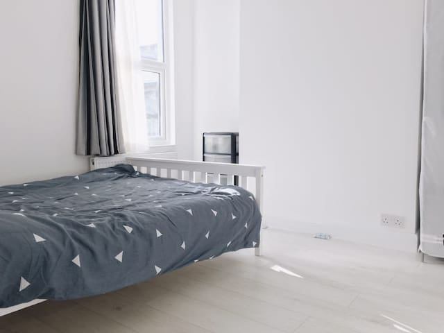 Cosy Double Room East London DECEMBER OFFER