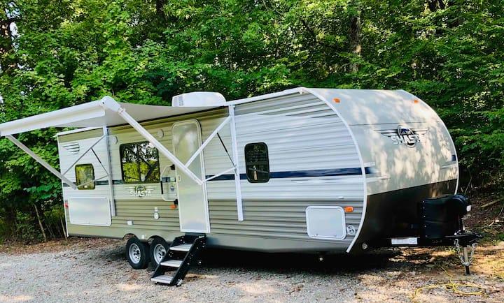 Camper Glamping near Nashville