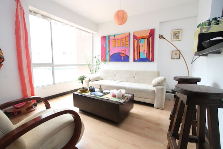 DOWNTOWN APT-CLOSE TO LA MACARENA!  - Bogota - Flat