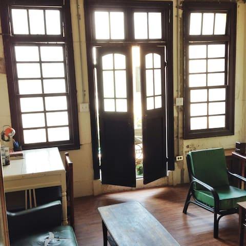 賣睏--80年歷史的巴洛克式洋樓,赤崁樓附近,享受著獨立的私人空間。