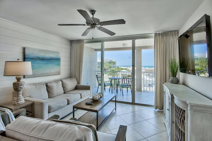 Gorgeous, condo, Beach service & bicycles included, Close to dining