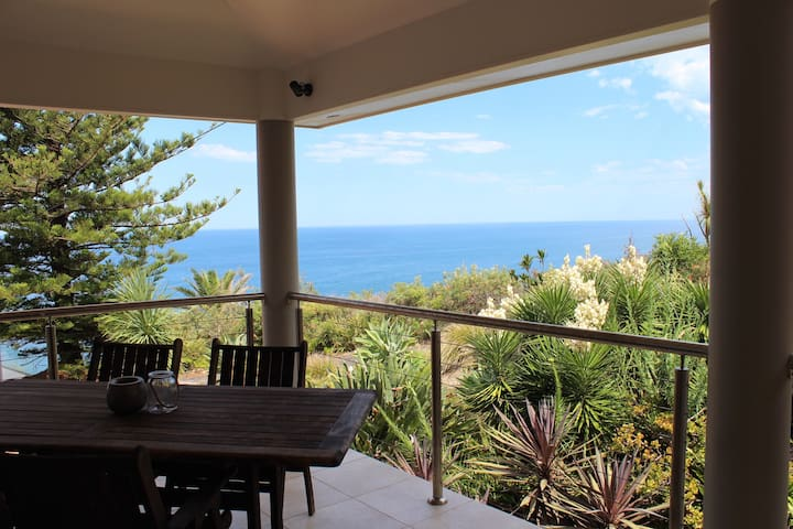 Terrigal Hideaway with Amazing Ocean Views