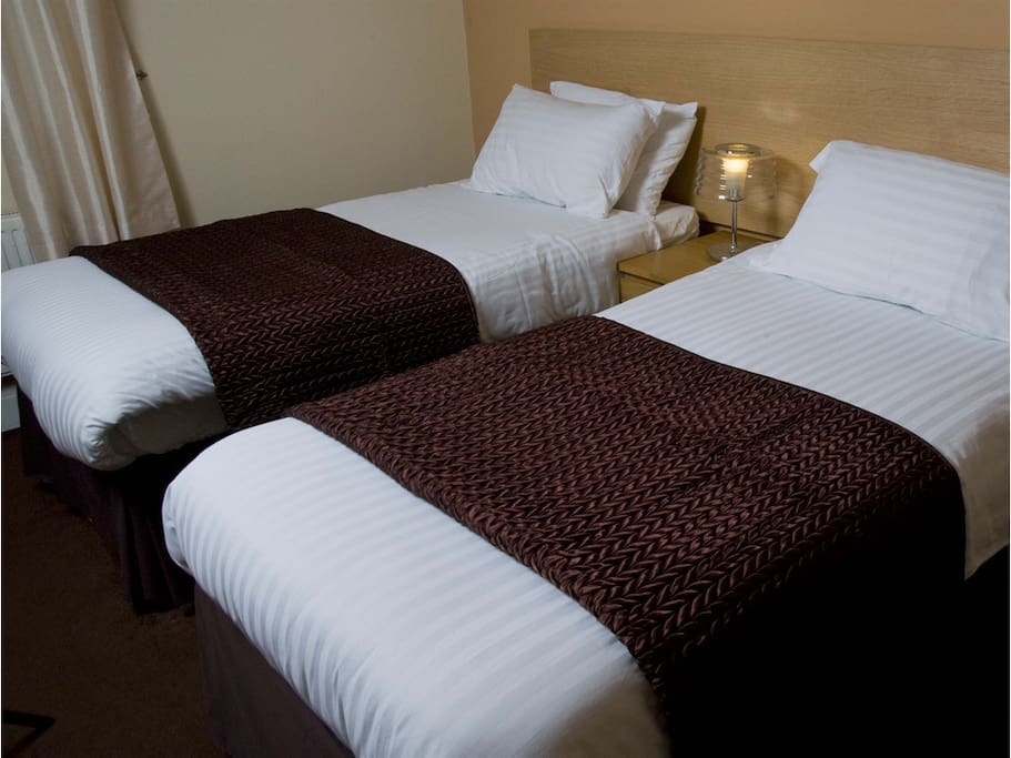 TWIN EN-SUITE ROOM - Wi Fi, Breakfast, Complementary Toiletries, Tea Coffee Biscuits is included within your Room Rate