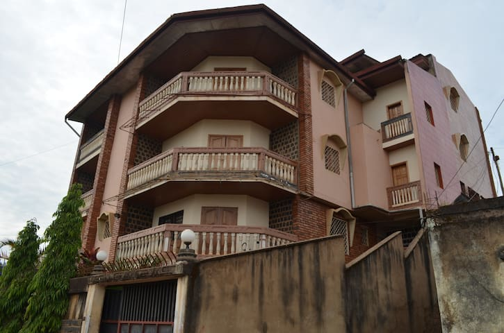 Mbile's Apartments, Dschang West Cameroon. - Dschang - Pis