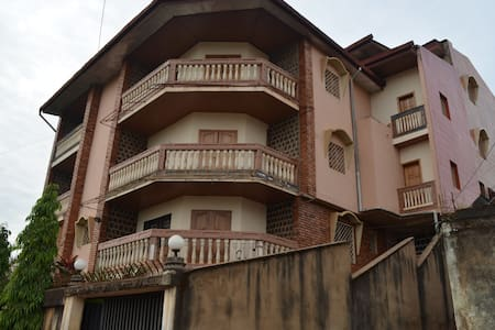 Mbile's Apartments, Dschang West Cameroon. - Lakás