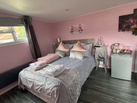 Cosy Comfy Lodge 🌸🌸🌸 in the 💝 Heart of Chelmsford