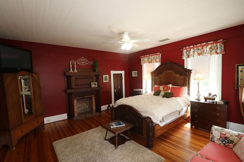 Guest room/Victorian Farmhouse