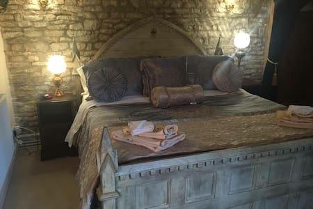 Bed and Breakfast room - Bisley