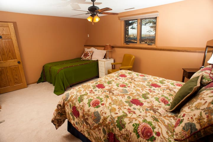 Budget Price on Mina Lake (Queen & Double Beds)