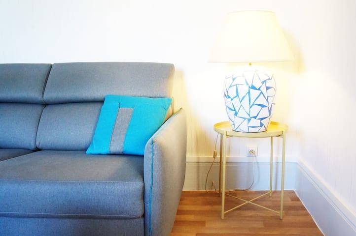 Salon avec canapé-lit convertible confort Bultex.