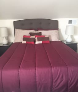Large Luxurious Private Bed/Bath - Baltimore