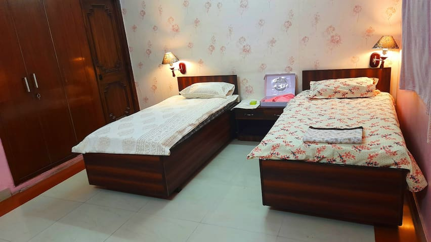 Twin Room Available for backpackers and hustlers,students