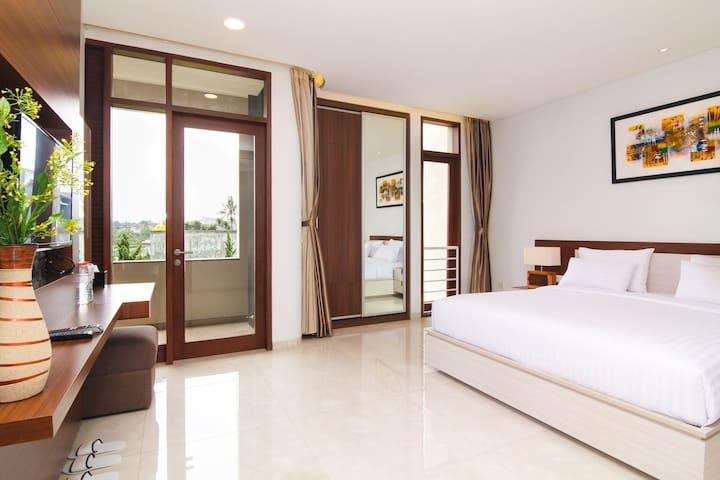 4BEDROOM/4BATH Executive Suite at Setra Duta