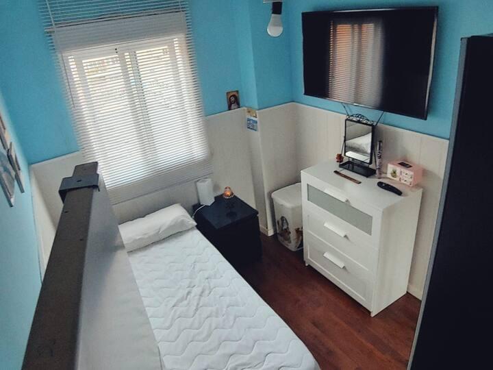 Habitación con WiFi cerca  de la Renfe.