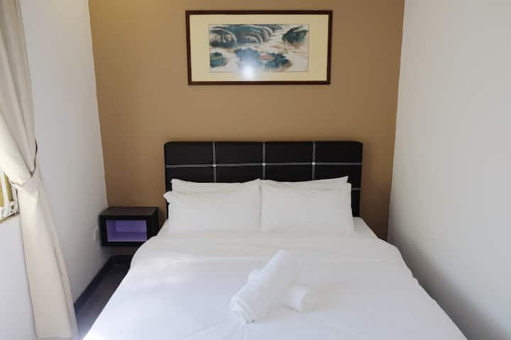 Natol Motel - London (Standard Double Room LD12)