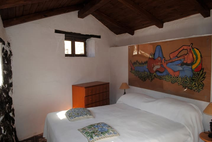 Bob Marley's Room - South Tenerife - I MITI
