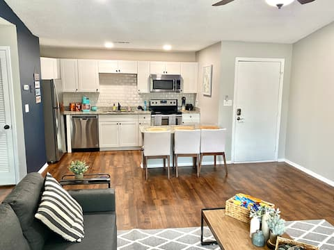 Luxury Condo Near Top Golf and Mid City District!