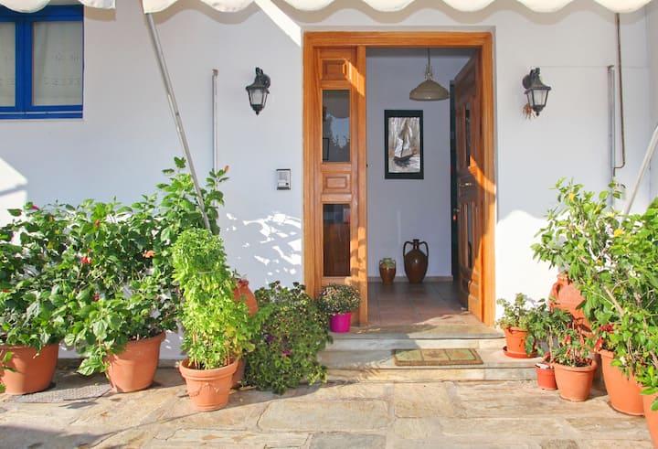 Skopelos Villa Rania apart 1 close to center