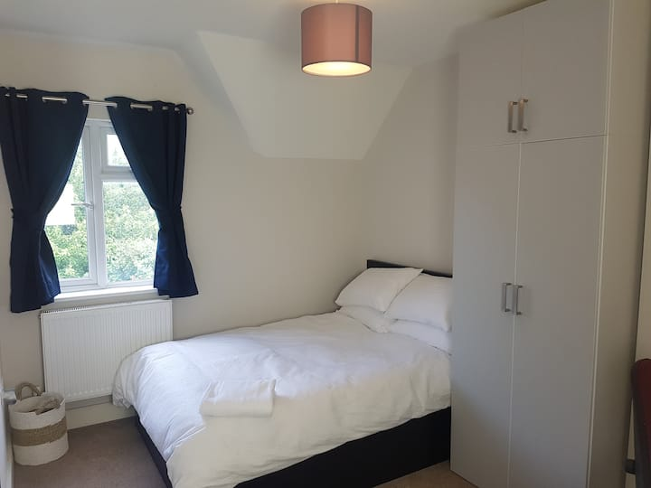 Lovely double bedroom in greenest part of Oxford