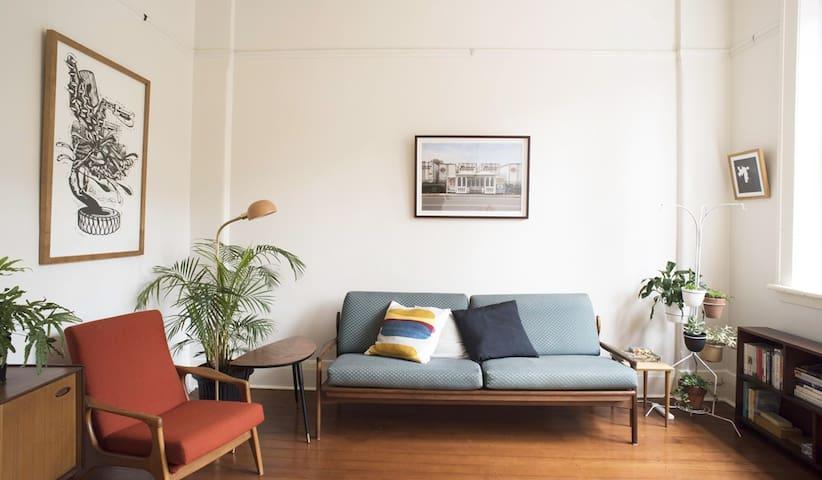 Curve Art Apartment-Unique City/Beach experience