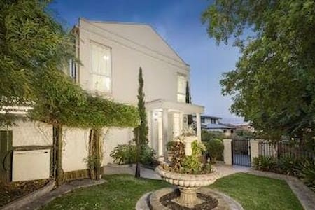 Perfect Location In Box Hill Centro - Box Hill