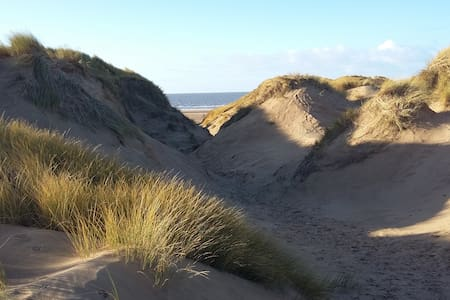 Super-stylish living, fab base for Royal Birkdale! - Formby - Haus