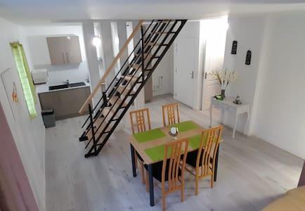 DUPLEX 90m² / PARIS 10MIN/ CDG/ PARC EXPO/ RER D - Stains - Apartment