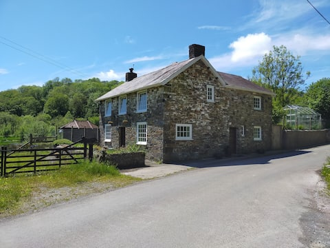 Tranquil 4-bedroom Farmhouse on Nature Reserve with Beavers