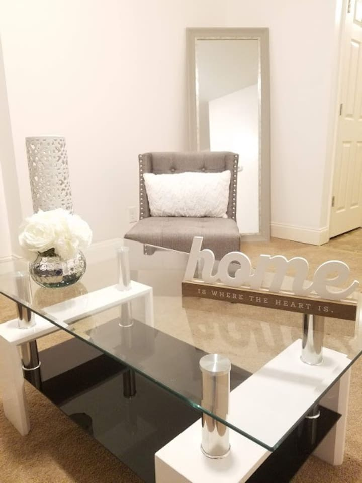 Gorgeous and private 2 bedroom Apartment