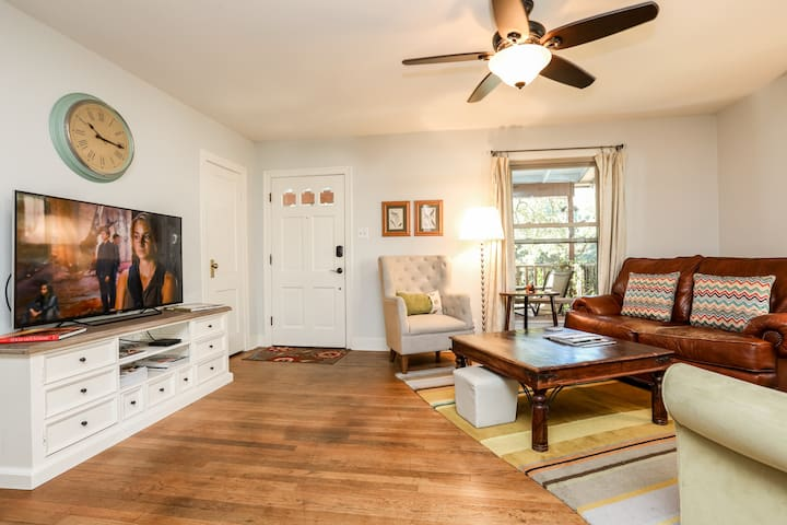 Travis Heights Bungalow 2/1 - Austin