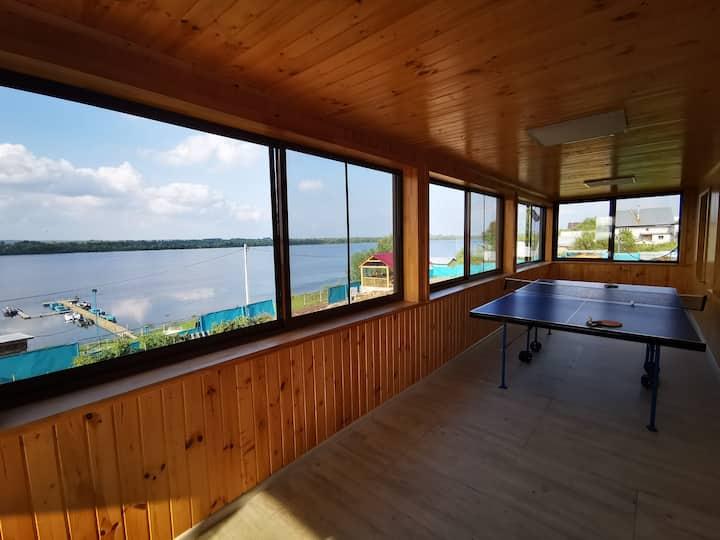 Дом на берегу реки Волга. Свежий воздух.