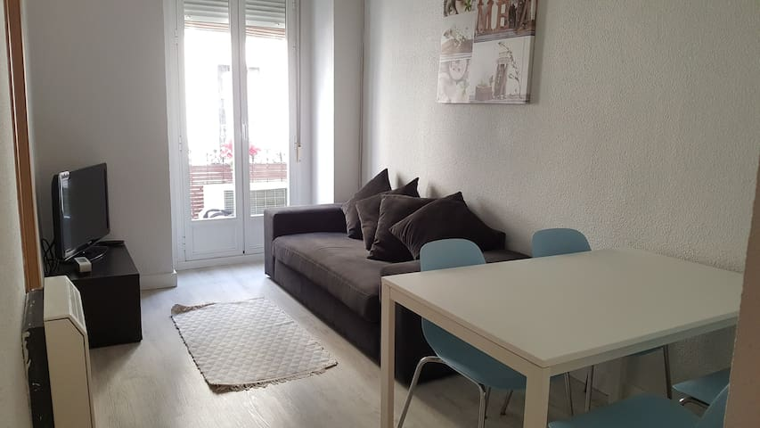 Single room in Malasaña, Madrid - Madrid - Appartement