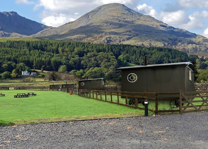 Bluebell-Shepherd Hut with Hot Tub Lake District