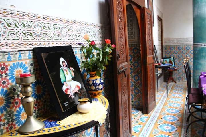 Traditionnelle chambre double,salle de bain privée