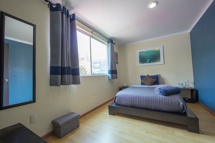 Comoda e Iluminada Habitación