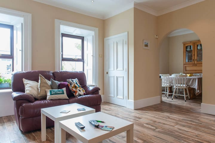 Spacious seaside townhouse - Skerries