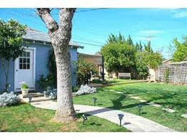 Guest House in Pretty House! - Los Angeles - Cabin